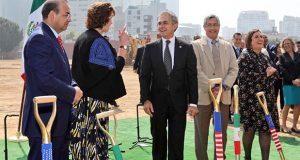 Mancera coloca la primera piedra de nueva embajada de EU en CDMX