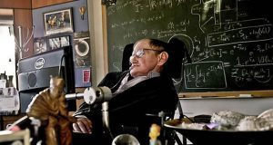 Físicos de BUAP discuten sobre aportes de Stephen Hawking