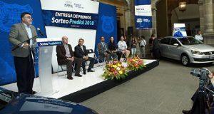 Ayuntamiento premia a contribuyentes cumplidos en predial de 2018