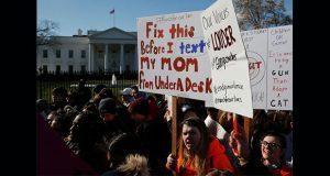 Estudiantes estadounidenses se manifiestan contra las armas