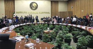 INE aprueba sanciones por 2.2 mdp a independientes a Presidencia