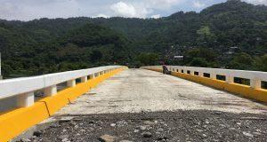 Vecinos reconocen construcción de puente vehicular en Jopala