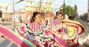 Dan espectáculo de danza, música y poesía en Tepeyahualco