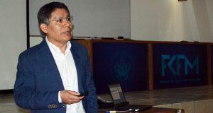 En BUAP, especialista explica efectos de la radiación en sólidos