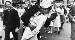 13 de abril, Día Internacional del Beso ¿cuál es su origen? Foto: Getty images