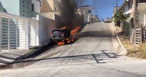 Incendian vehículo de reportero en Campeche mientras transmitía