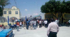 Intentan linchar a 4 supuestos asaltantes y queman auto en Tochtepec