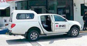Roban 2 camionetas del INE en Michoacán