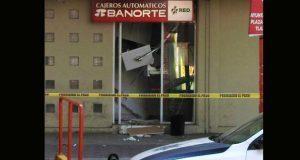 Ladrones hacen explotar puertas de bóveda en banco de Texmelucan