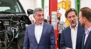 Gali y Banck inauguran planta de ensamblaje de autos eléctricos