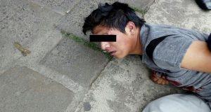 Amarran y golpean a presunto asaltante en Bosques de San Sebastián