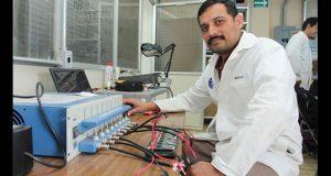 Investigador de BUAP busca aumentar rendimiento de baterías de litio