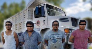 Detienen a 4 por arrojar residuos al Atoyac en Puebla capital
