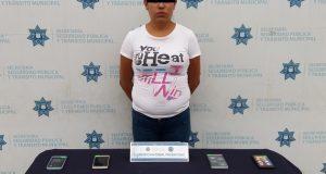 Capturan a mujer que robó 9 celulares en Elektra de Amalucan
