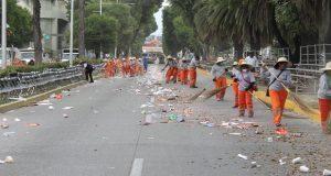 Implementan operativo de limpia tras desfile en Puebla capital