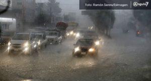 Lluvia causa inundaciones en Periférico Ecológico y Hospital de la Mujer