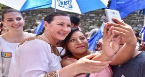 Con Gali a su lado, Martha Erika reconoce a gobiernos de coalición