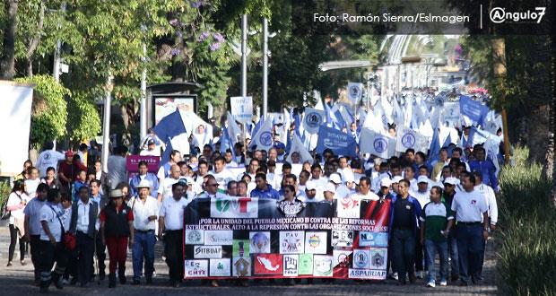 En marcha del Día del Trabajo, exigen quitar tope salarial y reflexionar voto