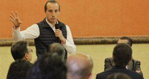 Mario Riestra presenta propuestas a integrantes de la CNEC Puebla