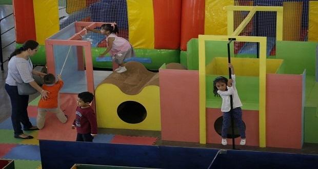Feria de Puebla reta a niños y jóvenes en zona de desafíos físicos
