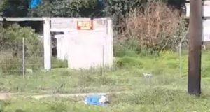 Con narcomensaje, abandonan cadáver baleado y maniatado en Xoxtla