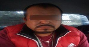 Pareja es detenida en moto robada en Texmelucan; iban armados