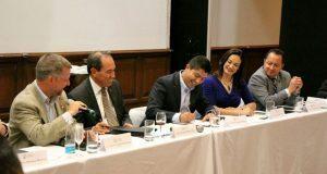 Eduardo Rivera propone a Canaco mejorar y digitalizar trámites