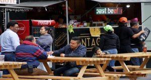 """Feria de Puebla 2018 ofrece comida rápida en zona de """"food trucks"""". Foto especial."""