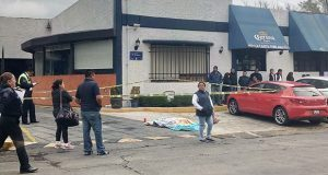 Por ir en sentido contrario, atropella y mata a mujer en Huexotitla