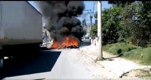 Matan a ladrón en Tlahuapan y exigen su libertad bloqueando la federal a México
