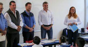 Gali y Banck recorren nueva edificio de primaria Vicente Guerrero