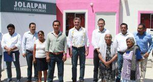 Gali recorre nuevas instalaciones de primaria en Jolalpan