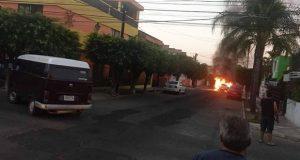 Tras atentado, incendian vehículos en Guadalajara