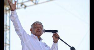 AMLO llama a empresarios a unírsele para sacar adelante a México