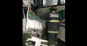 Accidente entre unidades del transporte público deja 8 muertos en Acajete