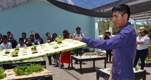 En Santa Ana Teloxtoc, estudiantes de BUAP enseñan a crear huertos