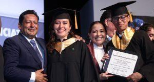 Dinorah López reconoce a egresados de la UTP y alumnos del Cenhch