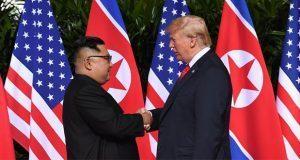 Trump y Kim se estrechan la mano en inicio de cumbre histórica