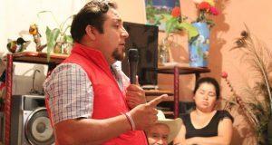 Piden a Fernando López construir carretera en colonia de Huauchinango