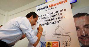 "Mario Riestra firma compromiso para eliminar ""gasolinazos"""