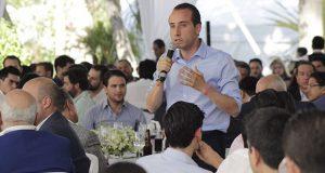 Mario Riestra plantea fortalecer economía y apoyos para mujeres