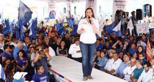 En Xicotepec, Martha Erika propone pisos firmes y techos dignos