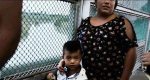 Al menos 500 niños migrantes detenidos en EU se reúnen con sus padres
