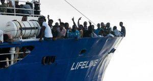Barco con migrantes no puede atracar en Malta tras 6 días en el mar