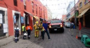 Bomberos sofocan incendio en bodega de juguetes del Cntro Histórico