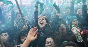 Diputados aprueban proyecto para legalizar el aborto en Argentina