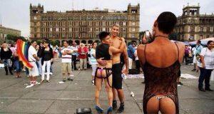 """Piden al gobierno de CDMX cancelar XL Marcha LGBT por """"inmoral"""""""
