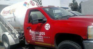 Policía estatal asegura pipa con huachicol en Santiago Acatlán