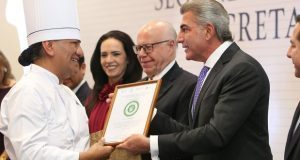 Gobierno de Puebla signa convenio para prevenir obesidad