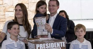 Anaya vota en Querétaro y regresa a CDMX para conocer resultados